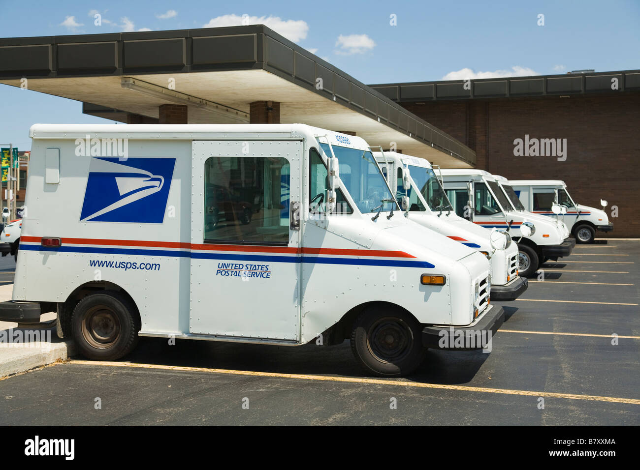 ILLINOIS DeKalb United States Postal Service mail trucks parked at post office building - Stock Image