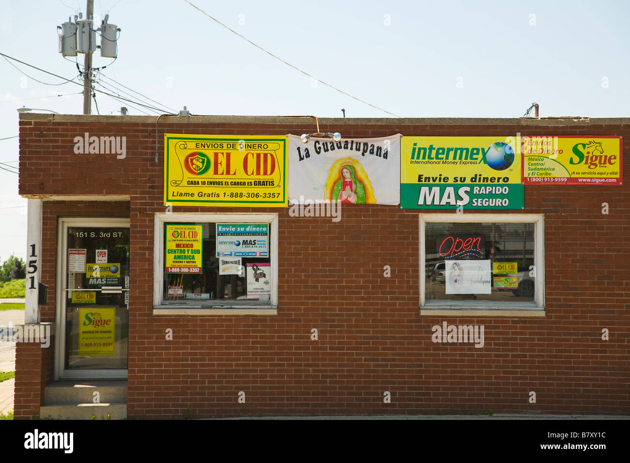 Wiring Money In Spanish Sample Diagram Symbols Illinois Dekalb Small Town Business Ads And Signs For Rh Alamy Com