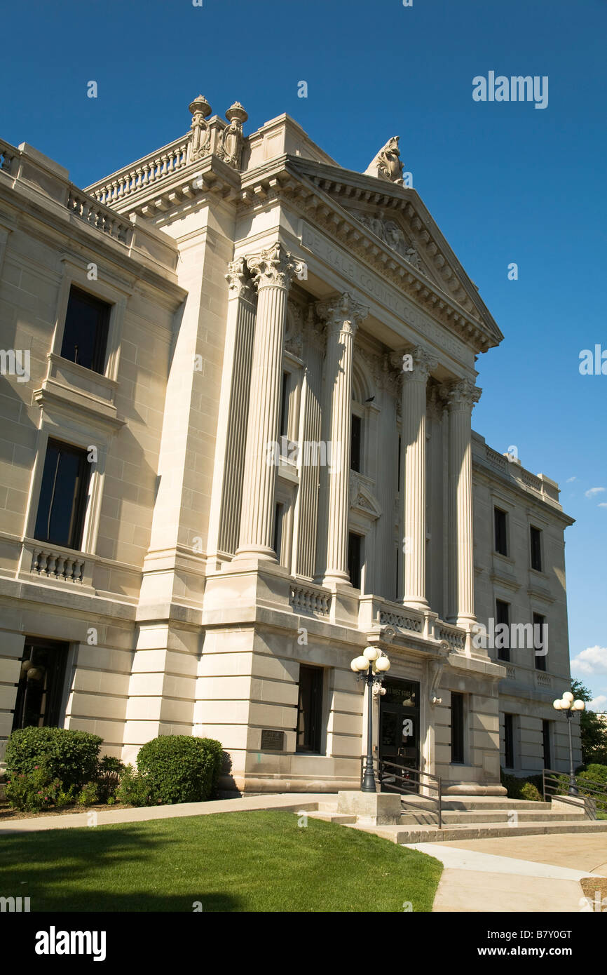 ILLINOIS Sycamore DeKalb County courthouse building and square - Stock Image