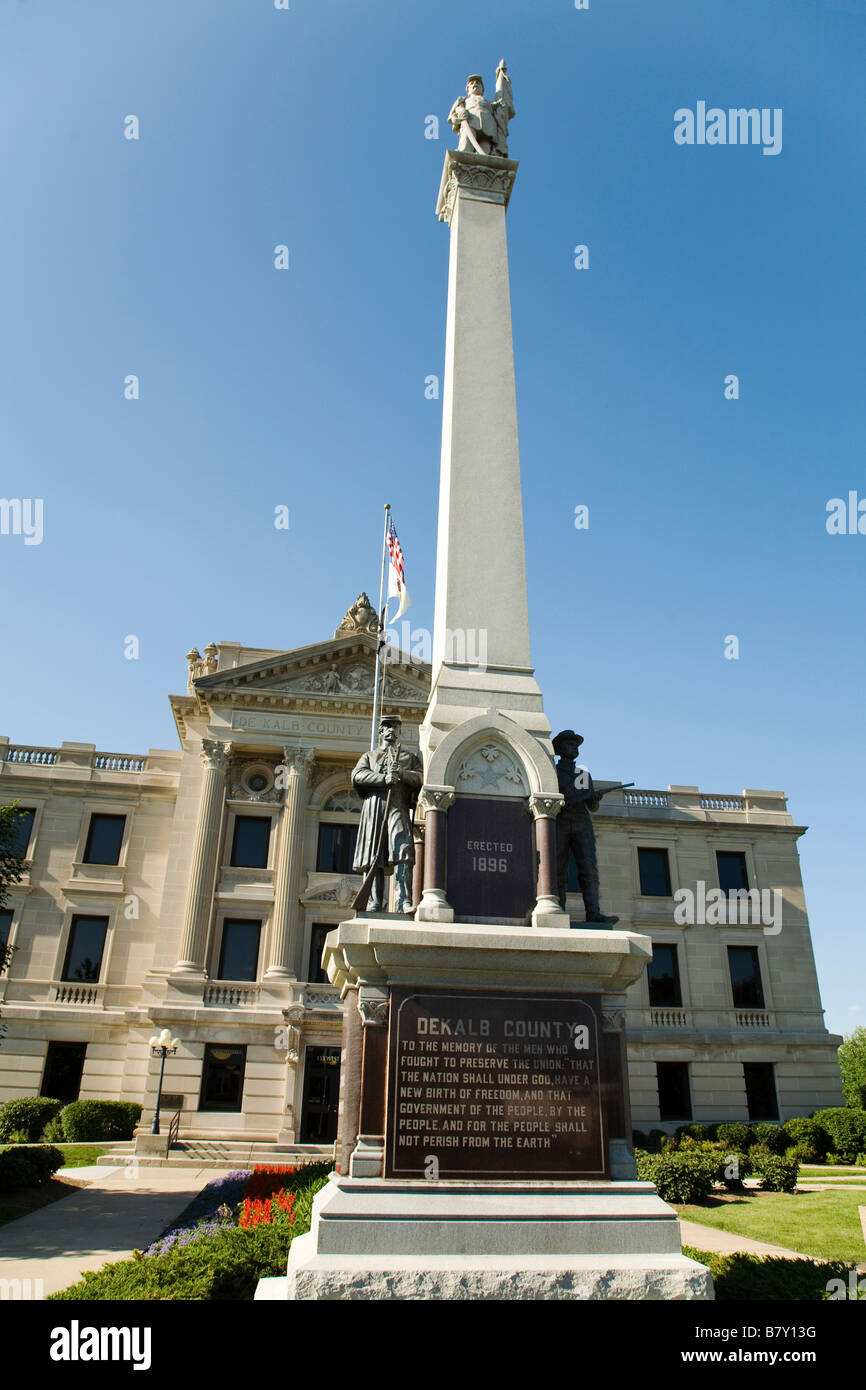 ILLINOIS Sycamore DeKalb County courthouse building Civil War Memorial and square - Stock Image