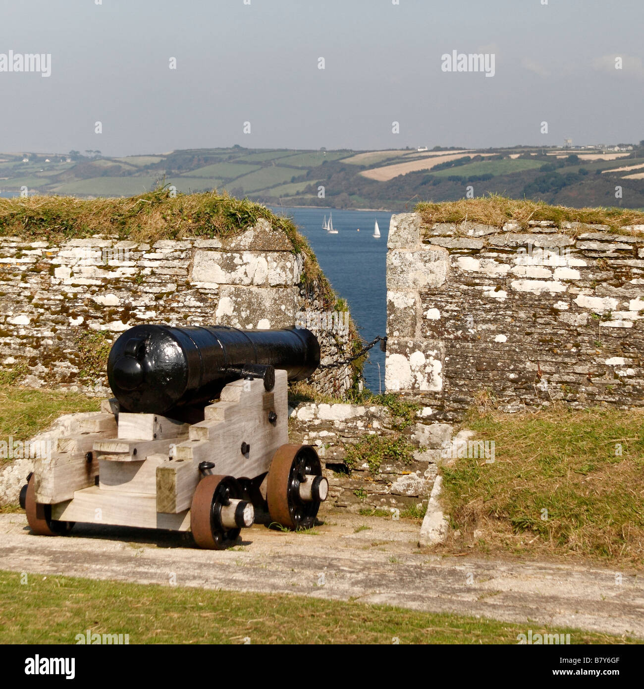 A Pendennis Castle canon points out over Carrick Roads, Falmouth - Stock Image