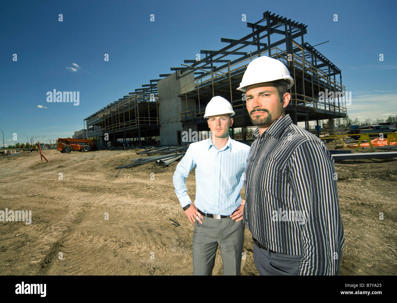 Men in hardhats at construction site - Stock Image