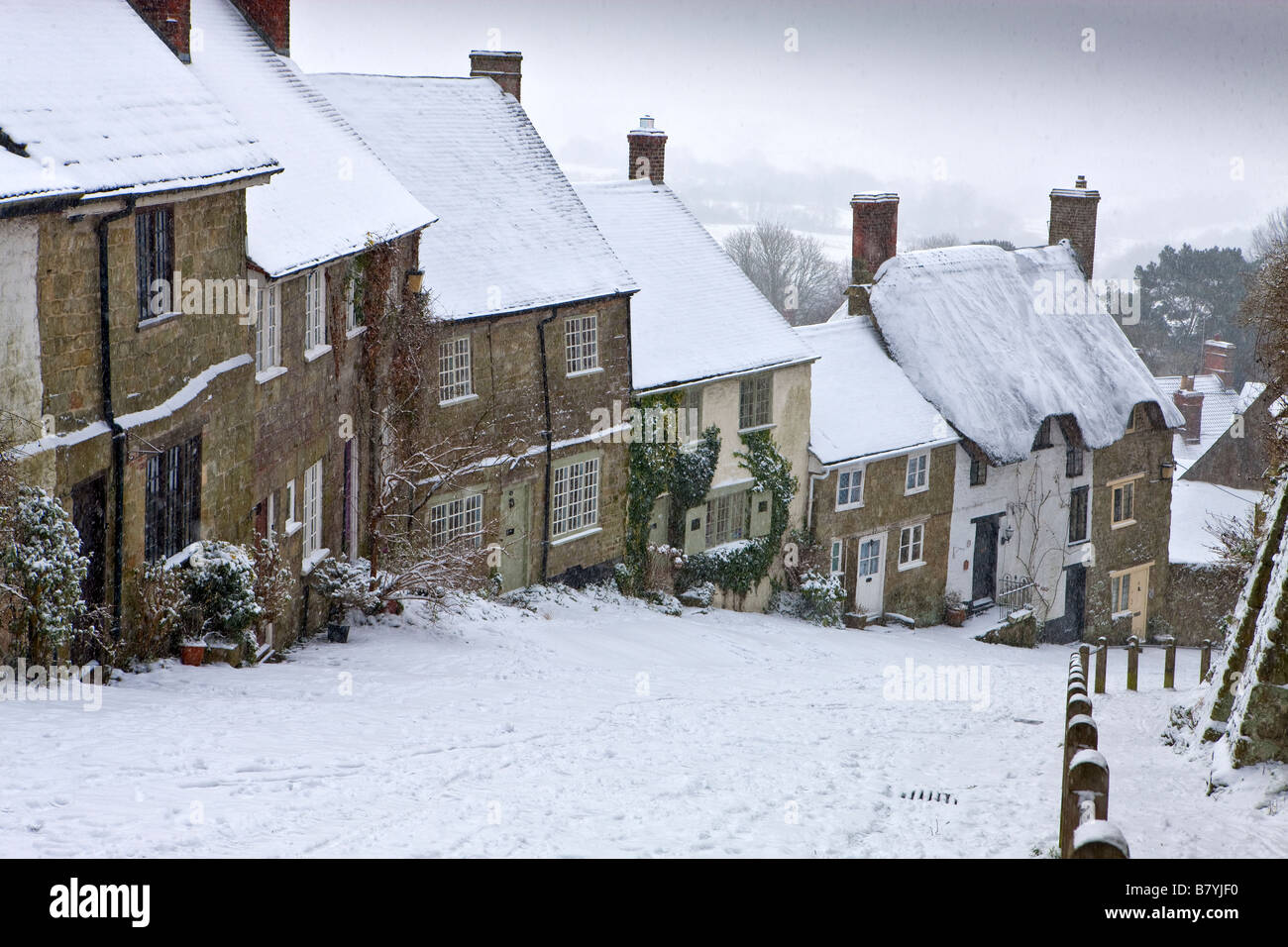 Winter Snow on Gold Hill at Shaftesbury in Dorset - Stock Image