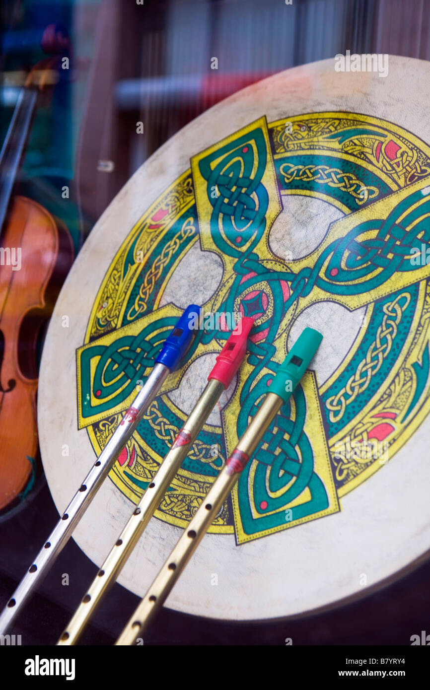 MUSICAL INSTRUMENTS SEEN THROUGH A PUB WINDOW IN NORTHERN IRELAND - Stock Image