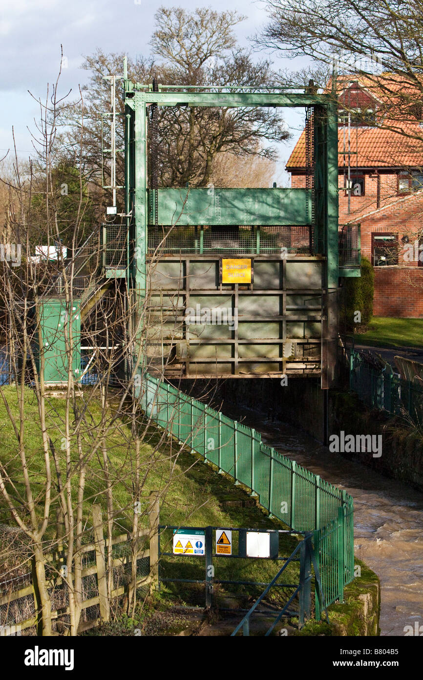 Flood defence sluice gate Stamford Bridge East Yorkshire - Stock Image