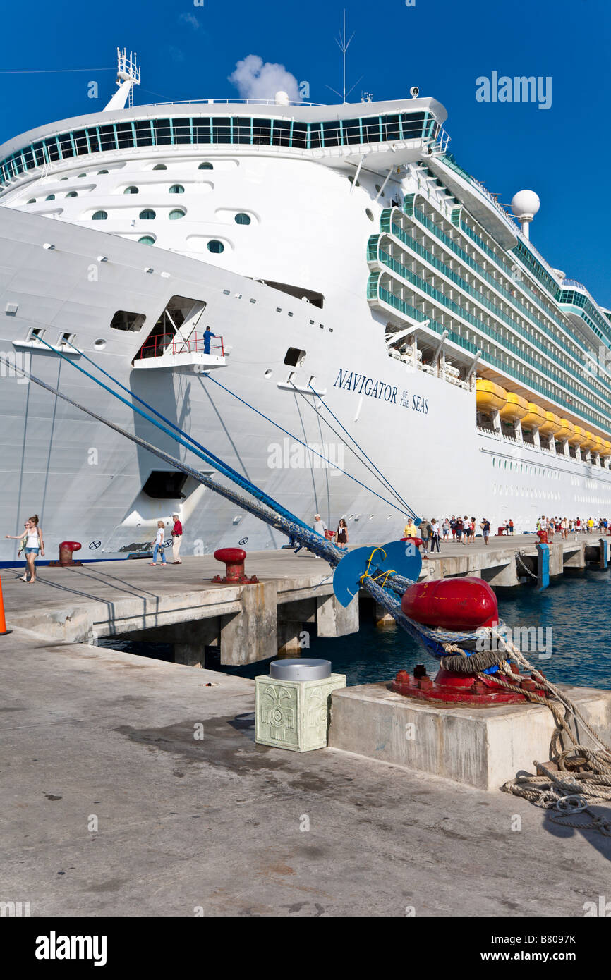Royal Caribbean Navigator of the Seas cruise passengers going ashore for excursions and shopping in Cozumel Mexico - Stock Image
