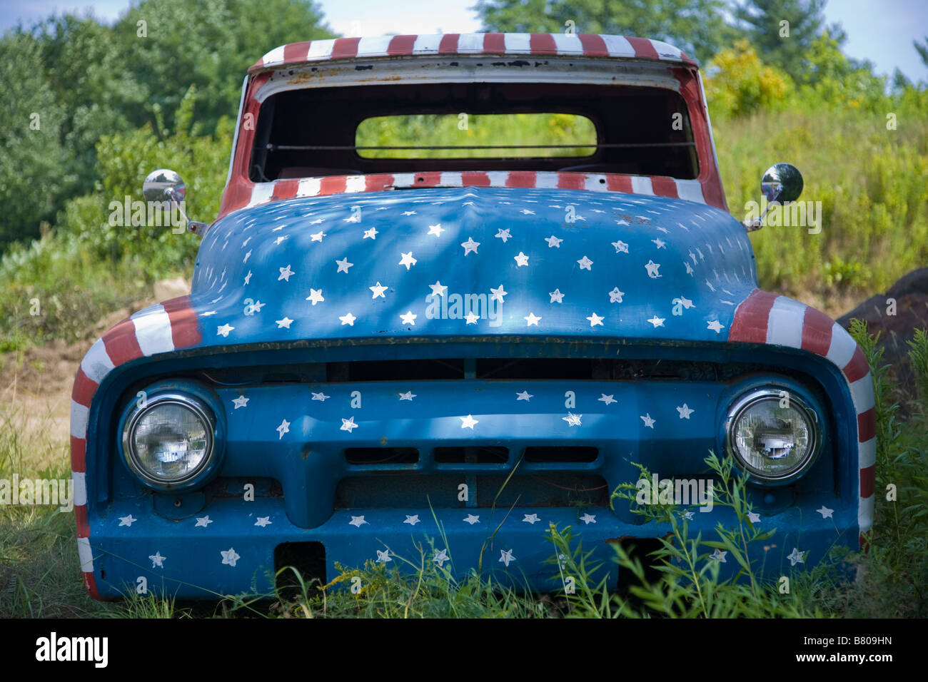 After 9/11, in a show of patriotism, Jay Sawyer and his son painted this old car red, white, and blue. - Stock Image