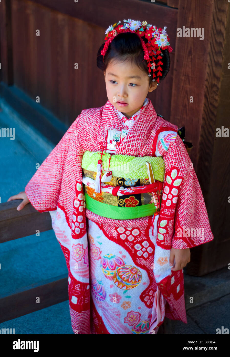 Japanese girl in traditional Japanese outfit Stock Photo ...
