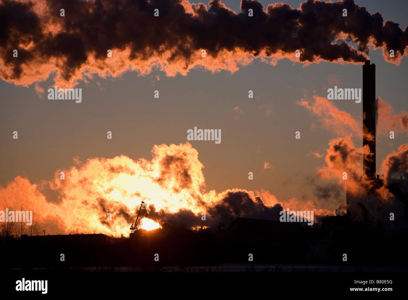 Stora-Enso paper mill at Nuottasaari Oulu Finland smoking at dawn - Stock Image