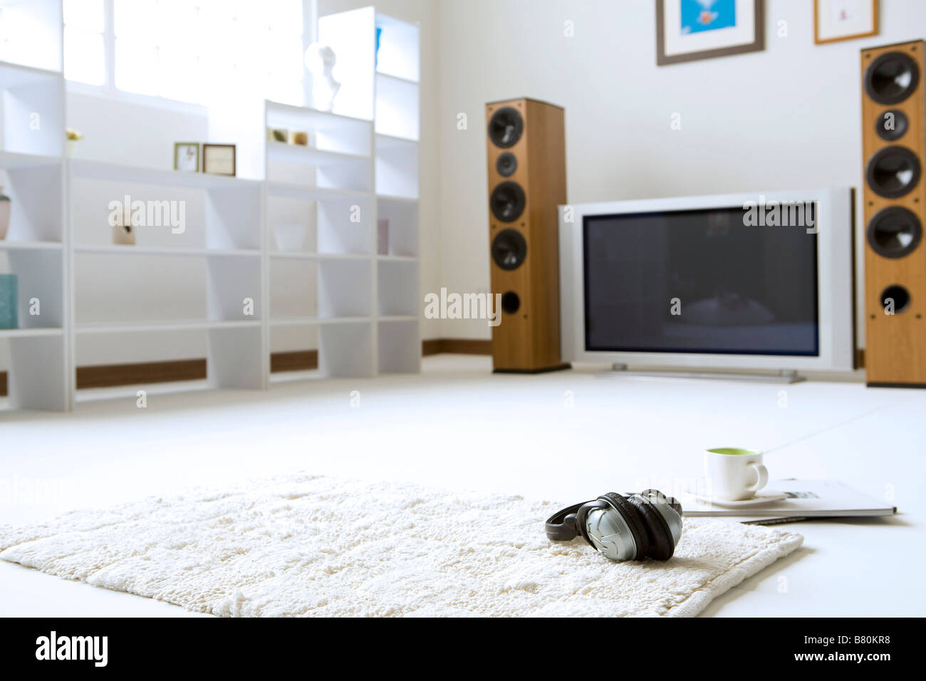 Groung view of a living room with shelf speaker television - Stock Image