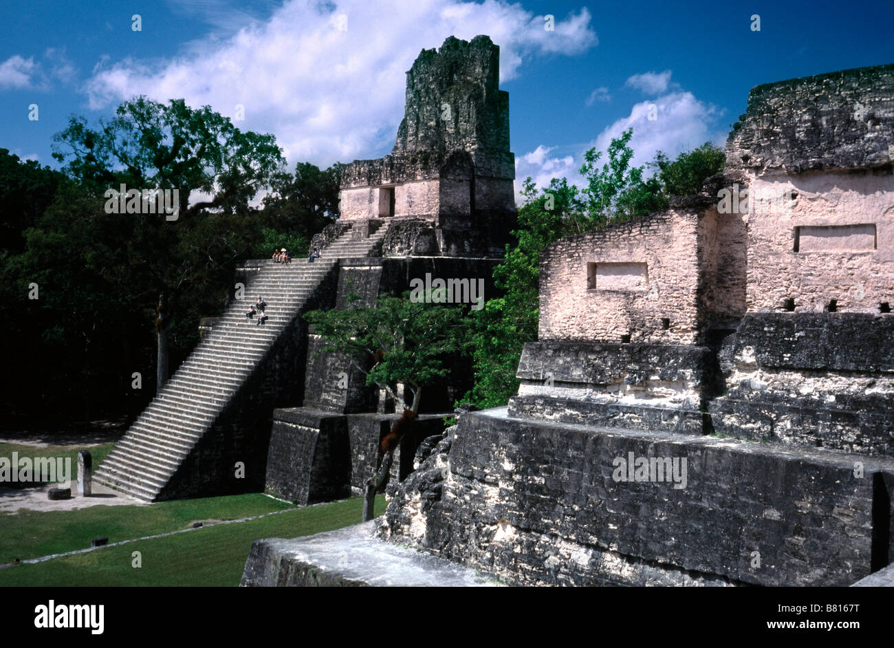 Feb 20, 2002 - Temple II at Plaza Mayor at Mayan ruins of Tikal in the Guatemalan province of El Peten. - Stock Image