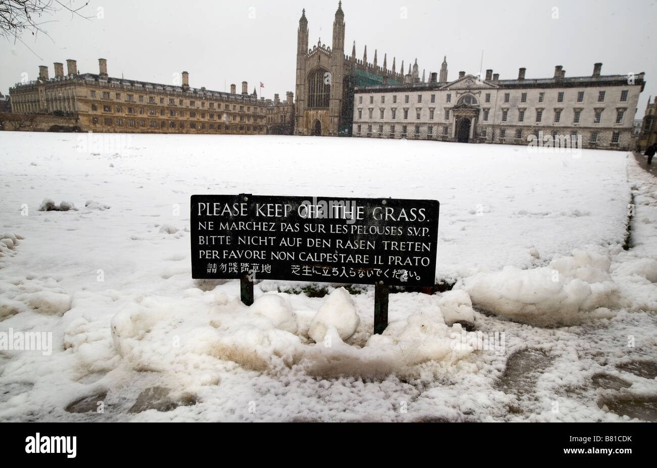 Heavy snow falls on Kings College Cambridge The University is celebrating it s 800th aniversary this year - Stock Image