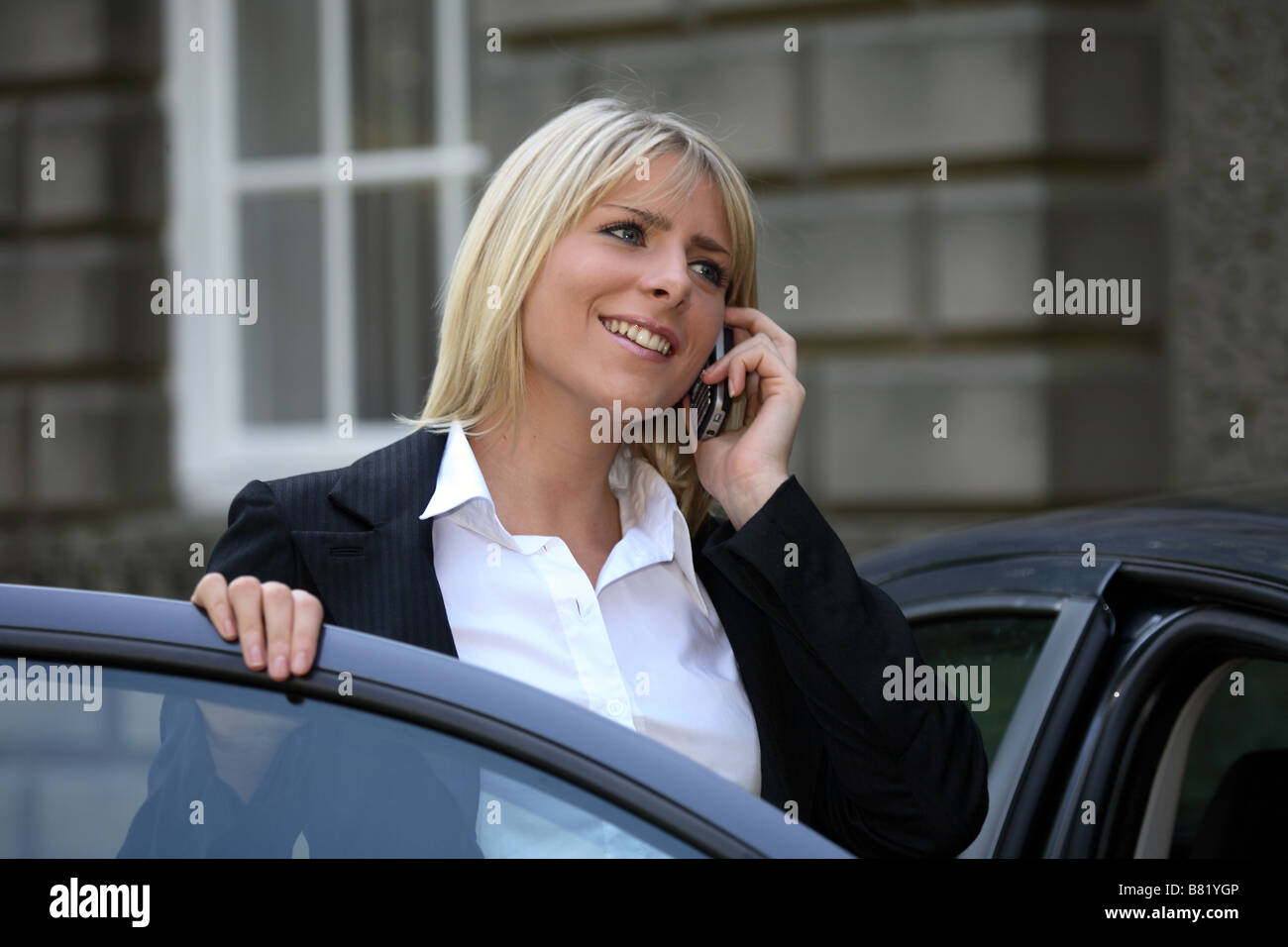 Young business woman chatting on mobile phone - Stock Image