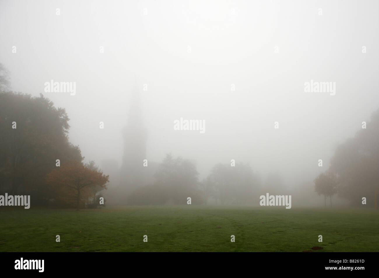 Moyland, Schloßpark, Schloss im Nebel von Norden - Stock Image