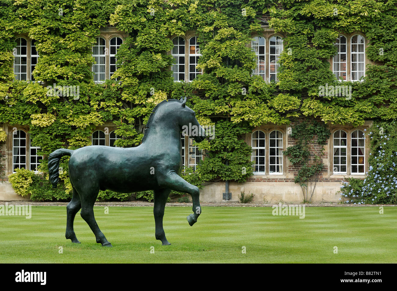 A sculpture of a horse on the lawn of Jesus College Cambridge - Stock Image