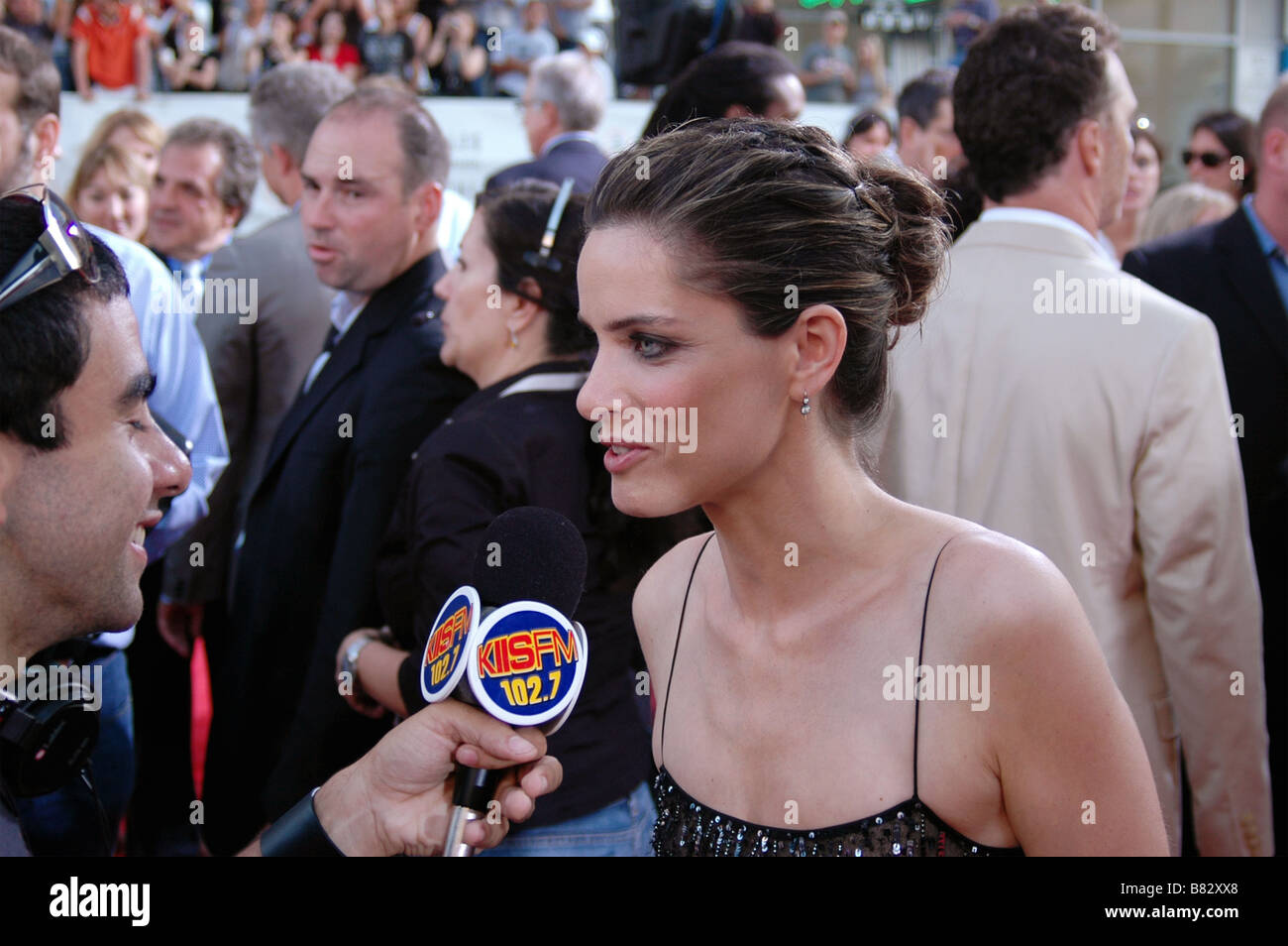Actress Amanda Peet talks with a radio DJ at the U.S. premiere of The X-Files: I Want to Believe at Grauman's - Stock Image