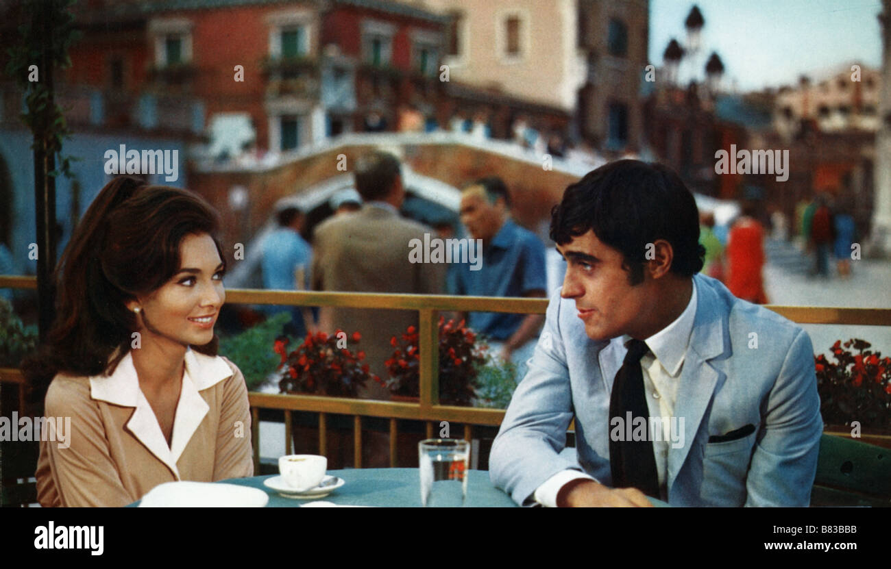 Mardi , c'est donc la Belgique If It's Tuesday, This Must Be Belgium (1969) USA Suzanne Pleshette , Ian McShane Stock Photo