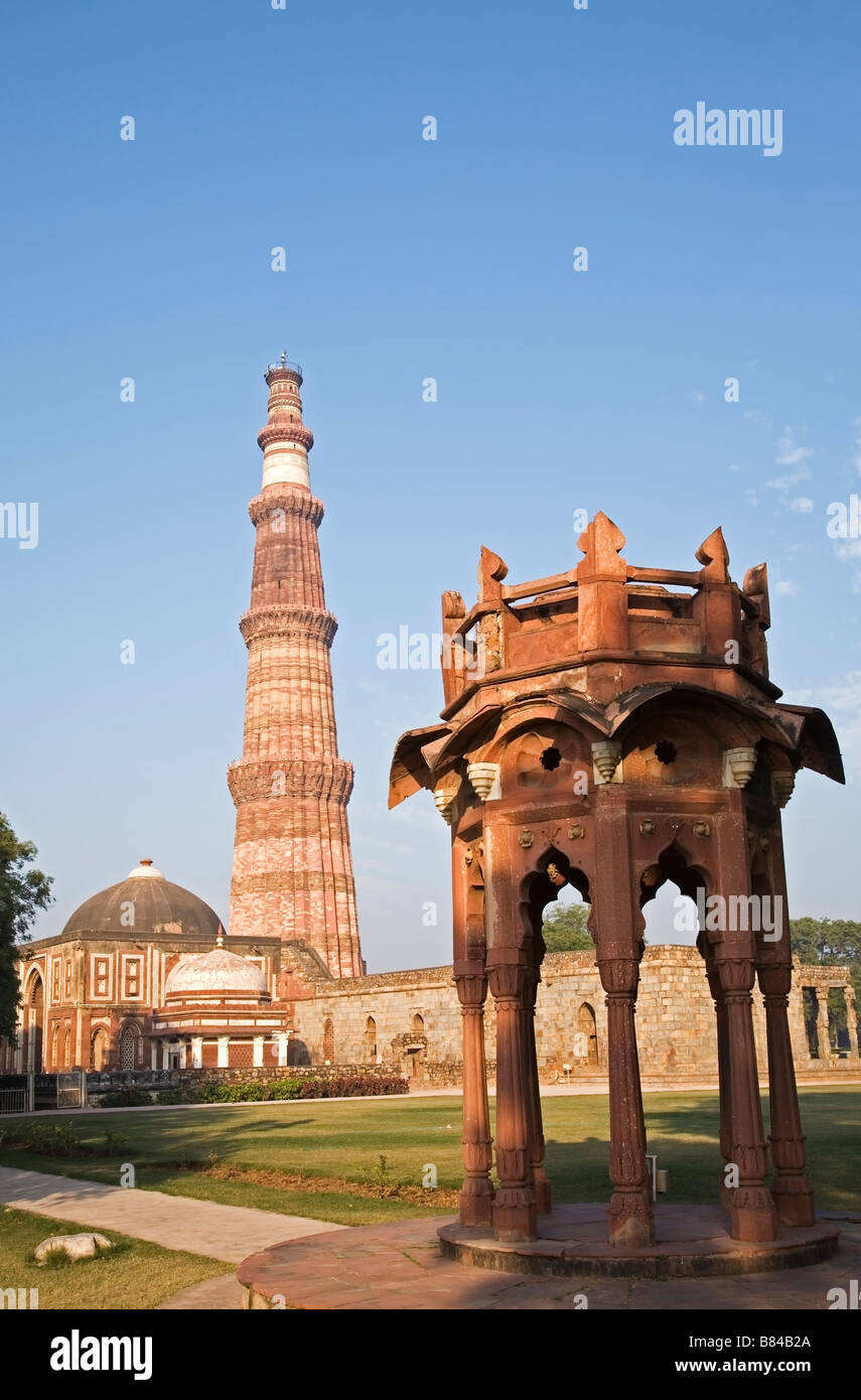 Qutb Minar the 73 meter high victory tower from 1193 and the cupola Major Smith put on top in 1829 that was removed - Stock Image