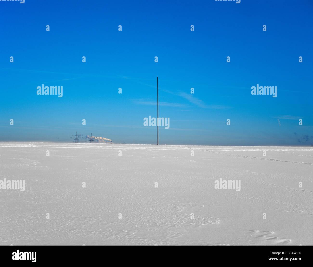 Bramme für das Ruhrgebiet von Richard Serra auf der Schurenbach Halde  im Schnee - Stock Image