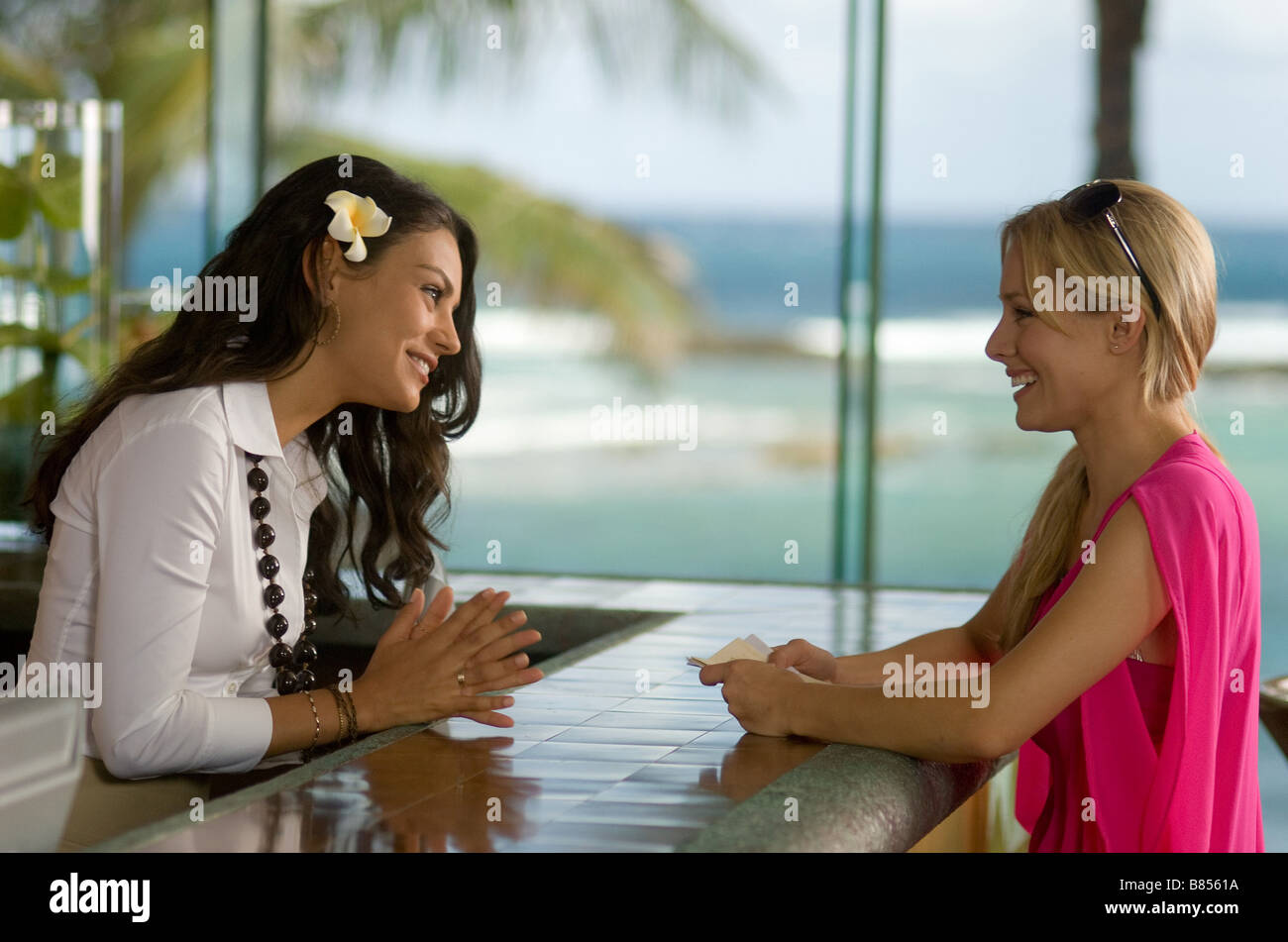 Forgetting Sarah Marshall  Year : 2008 USA Mila Kunis, Kristen Bell,  Director: Nick Stoller Stock Photo