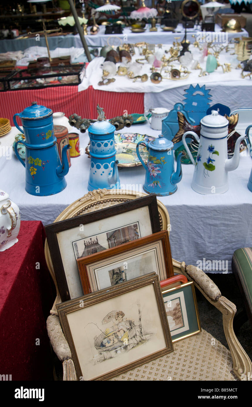 Second hand stall at an antiques market - Stock Image