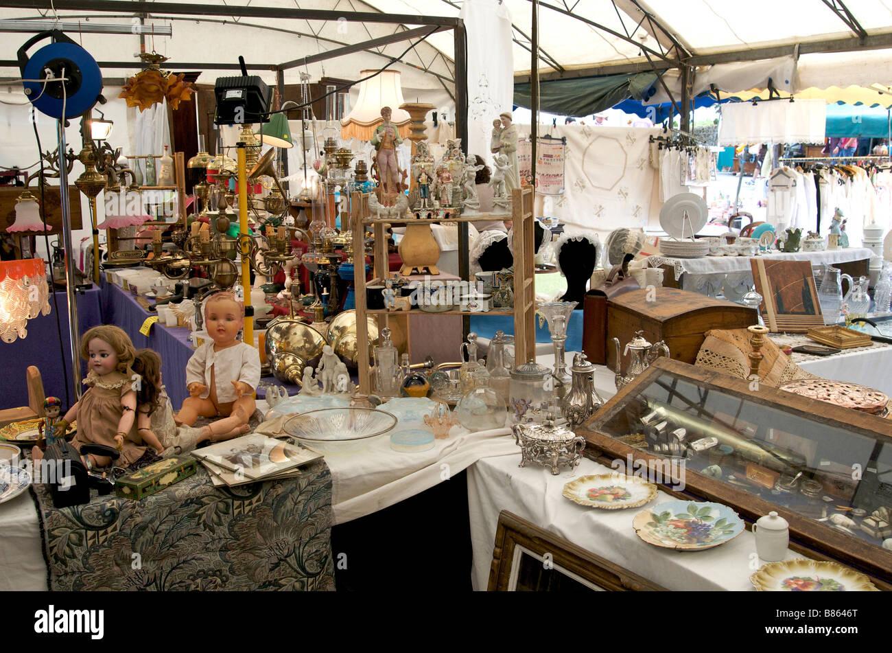Flea market / antiques fair / markets stalls - Stock Image