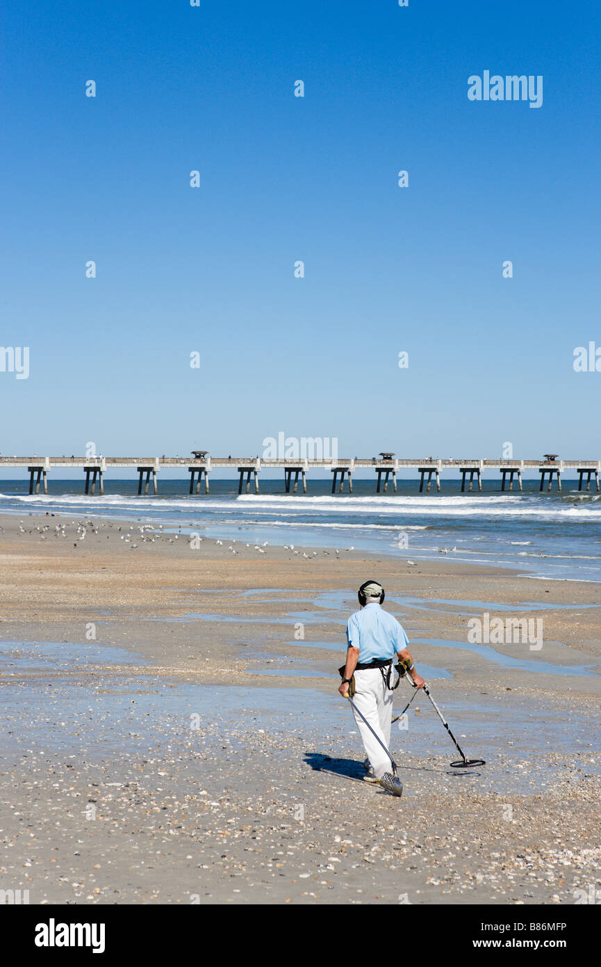 Jew Detector: Man Metal Detector Searching Beach Stock Photos & Man