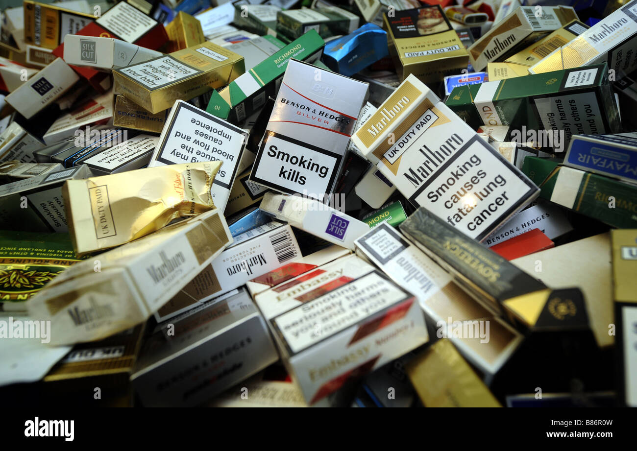 A PILE OF DISGARDED UK CIGARETTE PACKETS - Stock Image