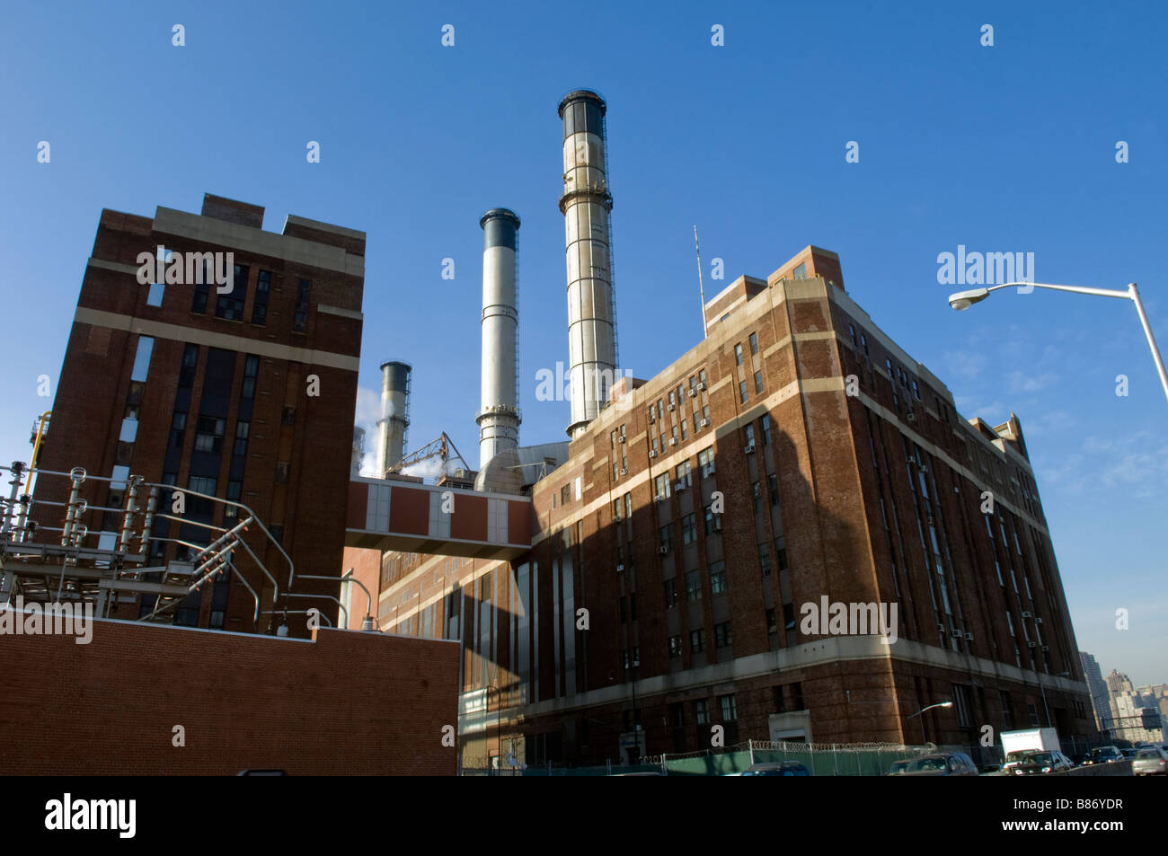 Con Edison power plant by the FDR Drive in New York on Saturday February 7 2009 Frances M Roberts - Stock Image