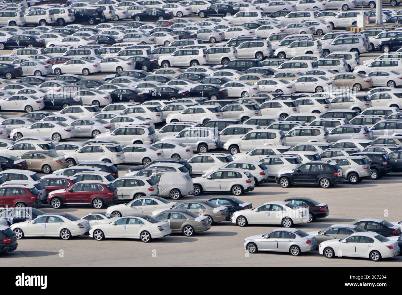 Abu Dhabi looking down on dockside storage of imported new cars awaiting distribution - Stock Image
