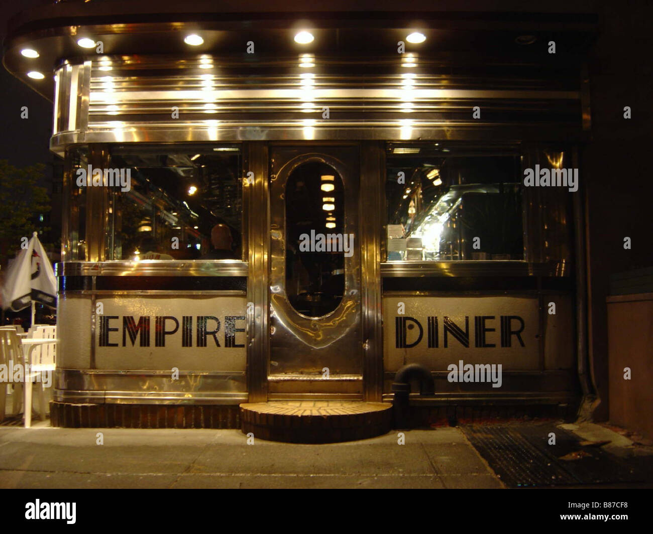 """The Art Deco restaurant """"Empire Diner"""" at night in New York Stock"""