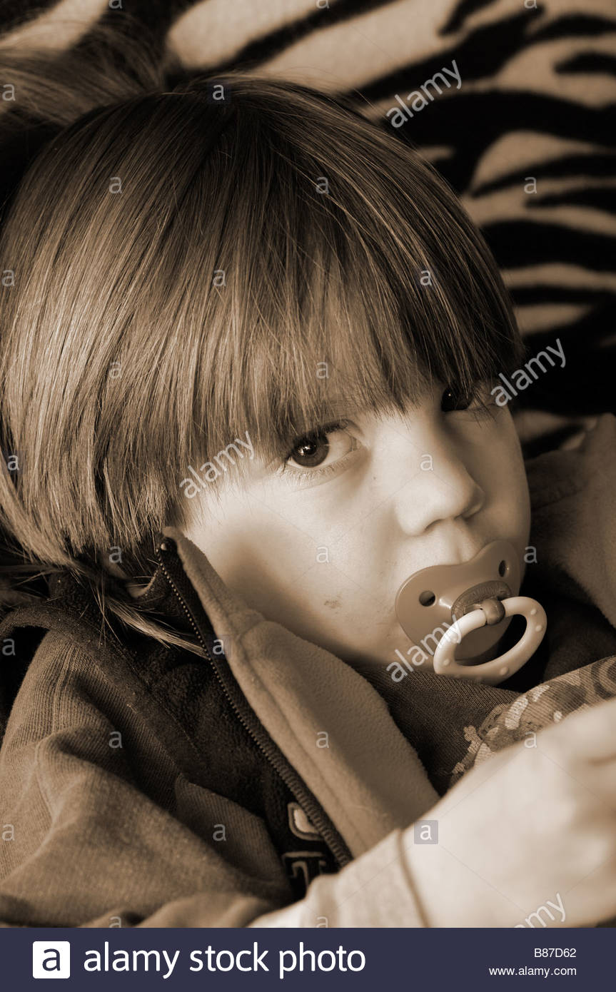 CHILD PORTRAIT LOOKING AT CAMERA - Stock Image