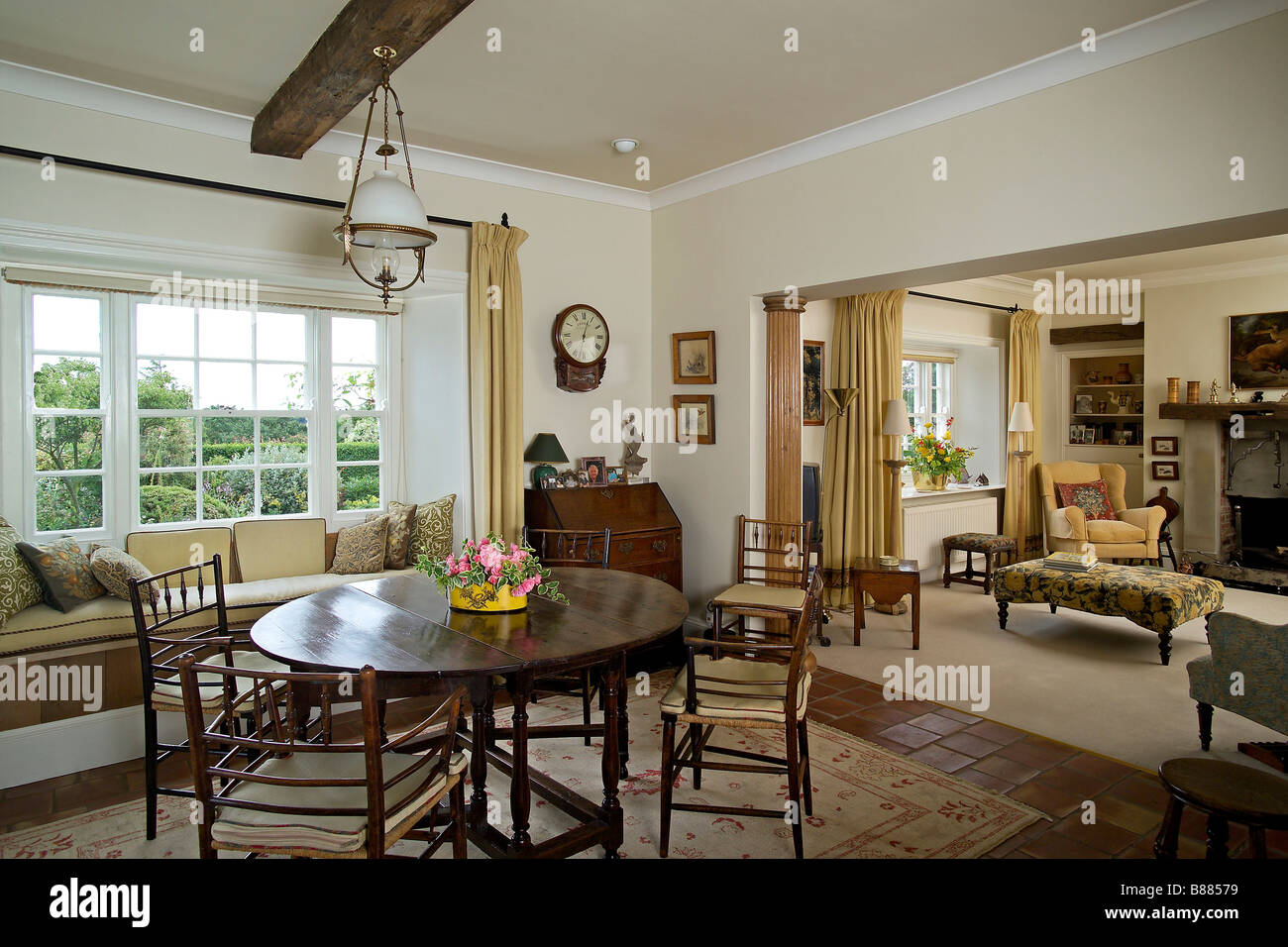 Dining Room Decoration: Drawing Room With Dining Table