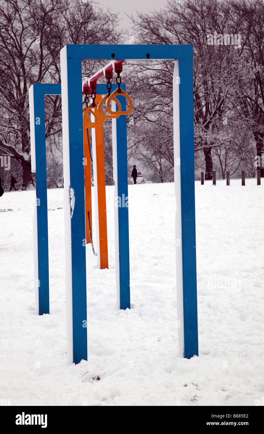 Snow covered exercise equipment in Hilly Fields Park, Lewisham - Stock Image