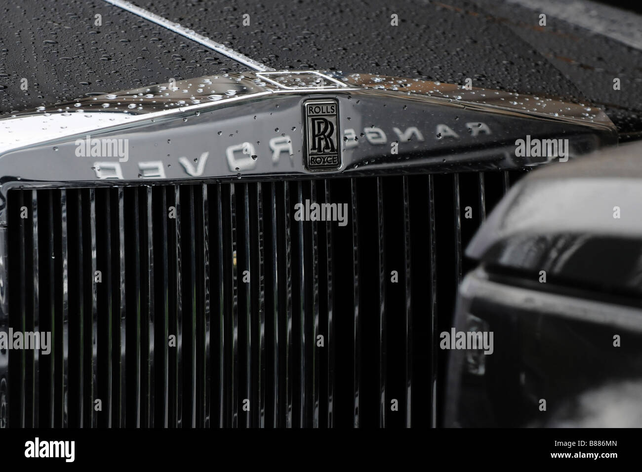 Rolls Royce Phantom with Range Rover reflection on grill - Stock Image