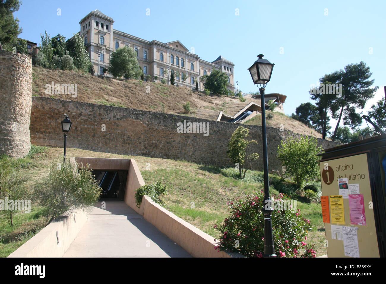 The outdoor escalator escaleras mec nicas built into the for Escaleras toledo