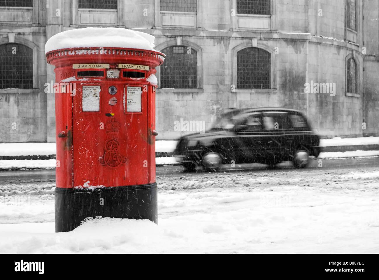London snow scene - Stock Image