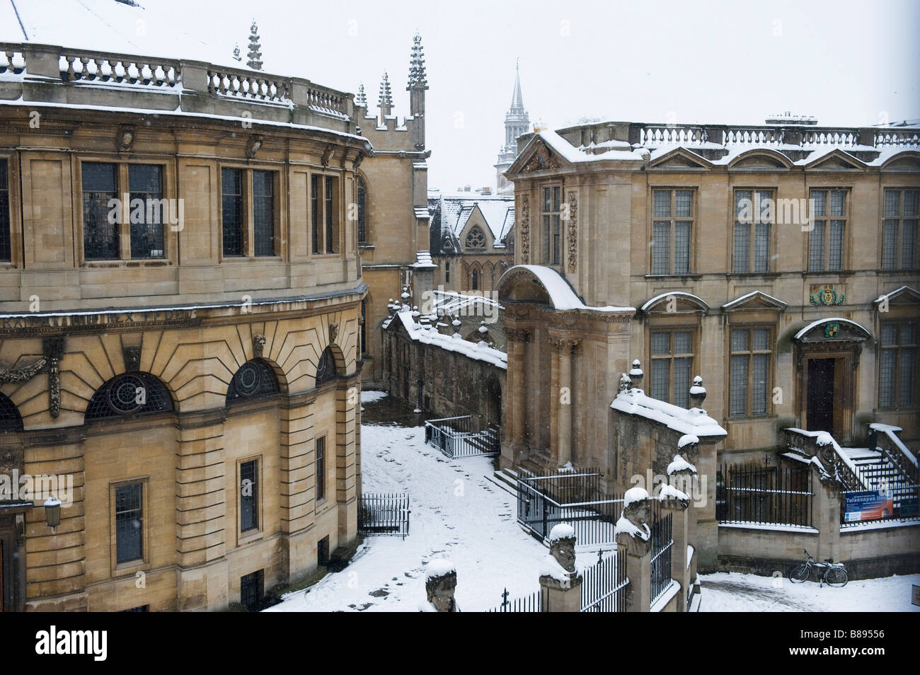 The Sheldonian statues and quad covered in snow next door is the Science Museum Stock Photo