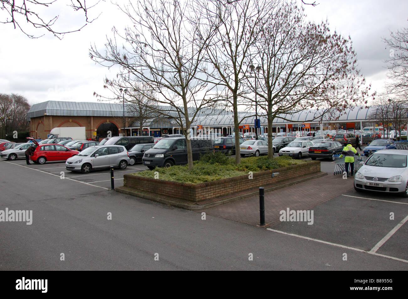 Tesco parking area in Neasen, London, England, Uk - Stock Image