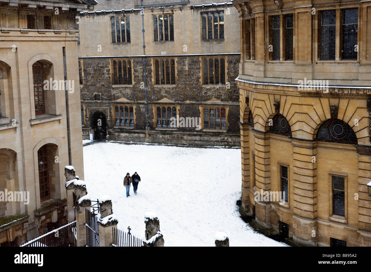 The Sheldonian Quad in snow with Clarendon Building on the left Stock Photo