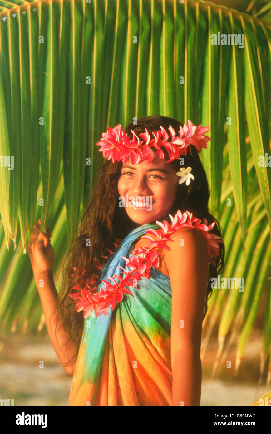 Polynesian girl with flower lei on Cook Islands in sunset light - Stock Image