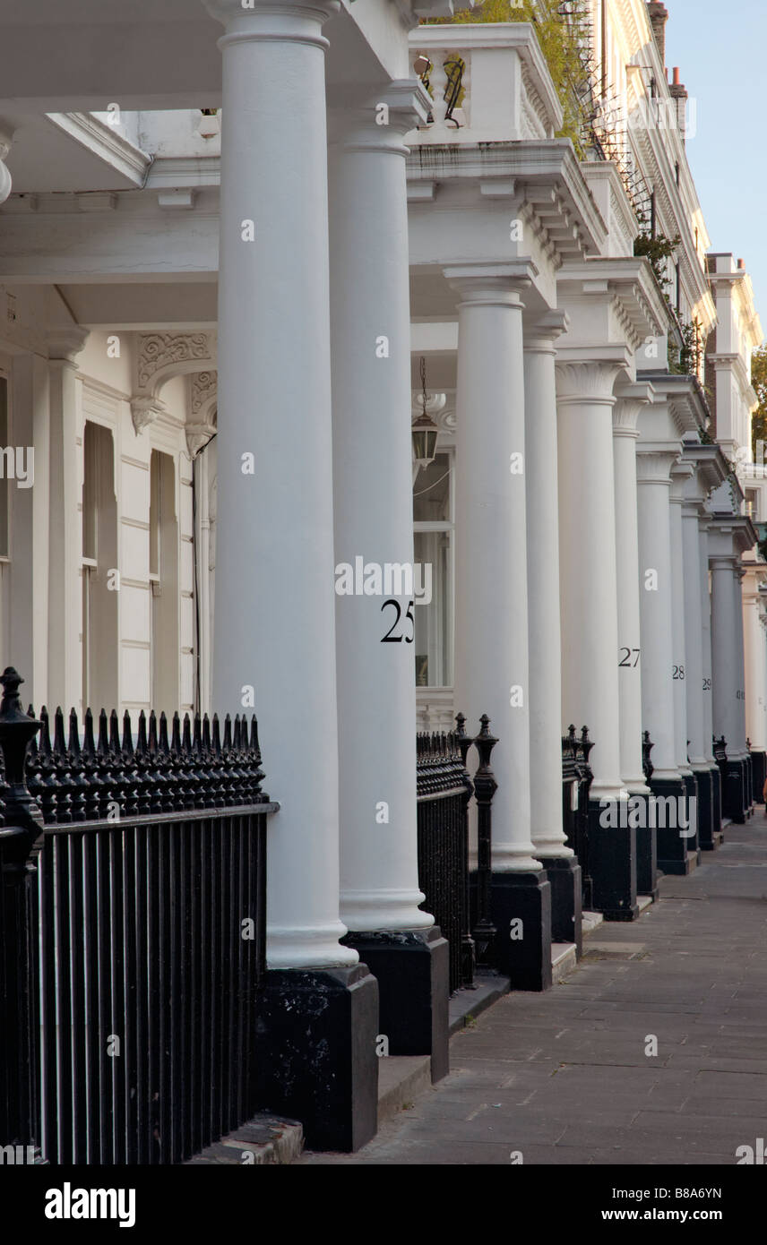 Columns in front of expensive homes in Mayfair in London - Stock Image