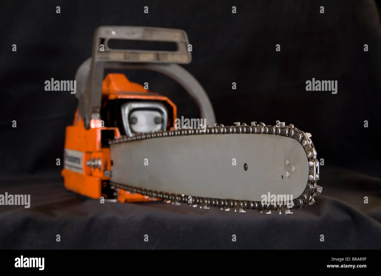 The blade and teeth of a woodcutters chain saw or power saw. - Stock Image