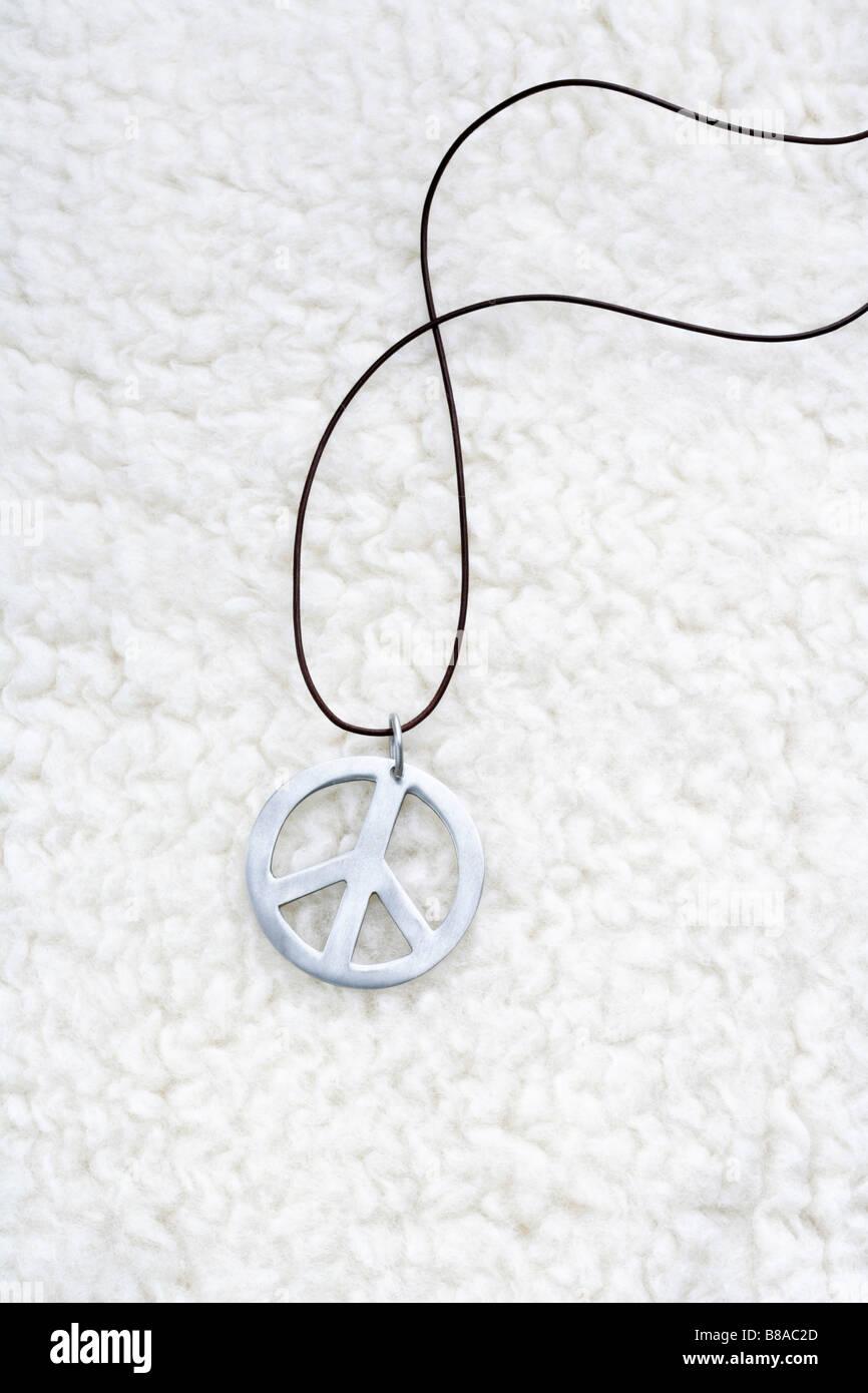 Peace Zeichen auf Flokati - Stock Image