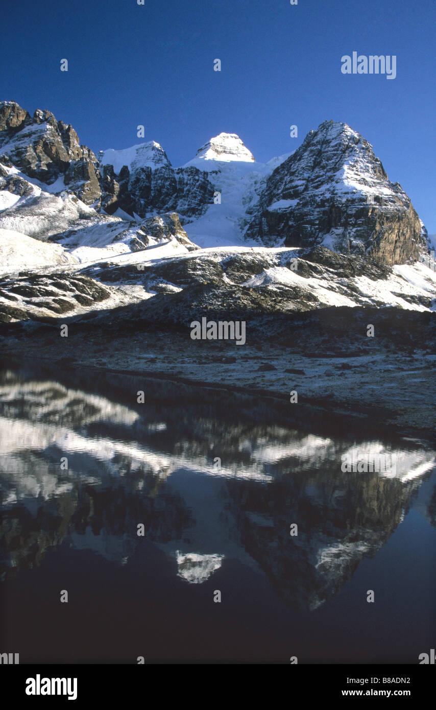 Mt Condoriri reflected in Lake Chiar Kota, Cordillera Real, Bolivia - Stock Image