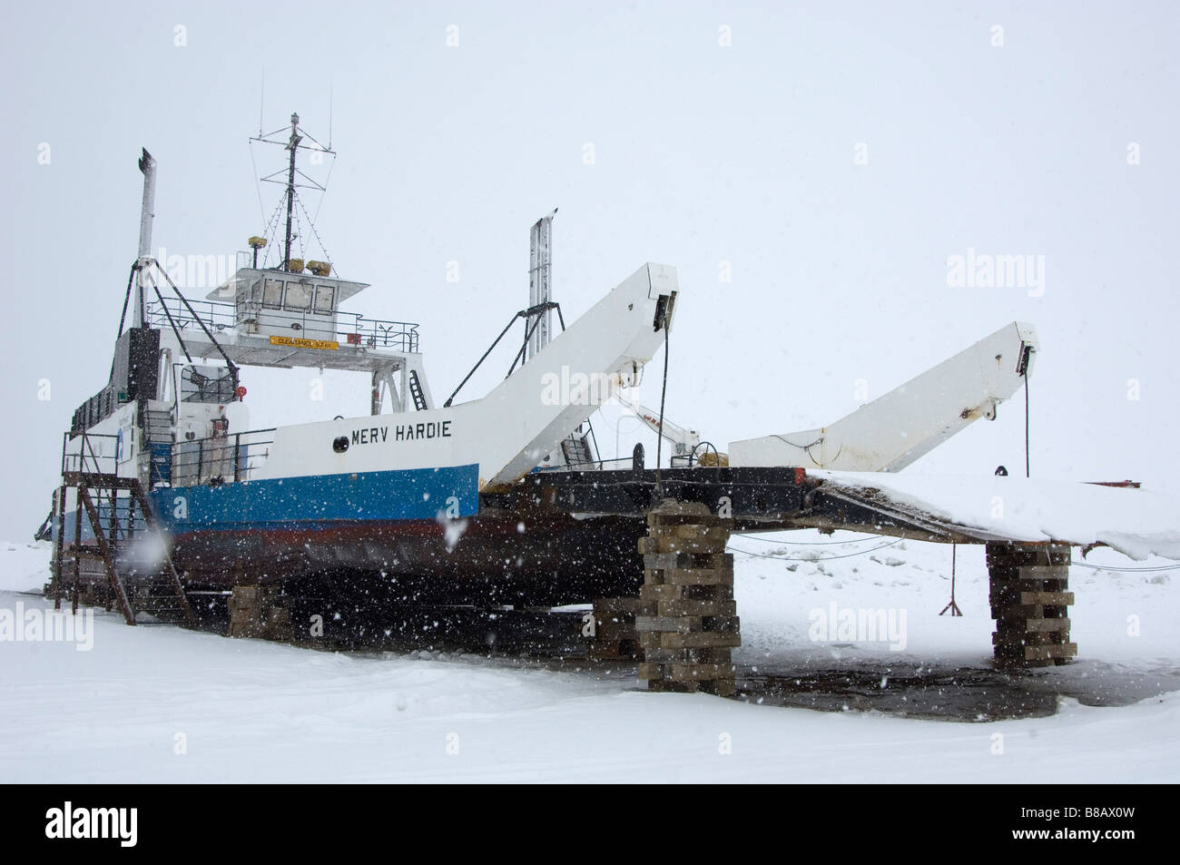 Merv Hardie Ferry, t Providence Mackenzie River crossing, Northwest Territories - Stock Image