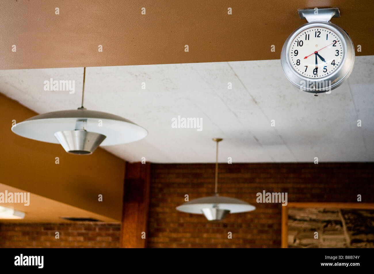 mid-century clock and hanging lamps - Stock Image