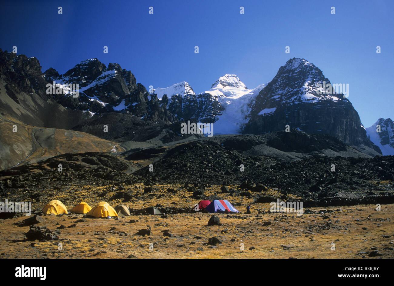 Base camp at Lake Chiar Kota below Mt Condoriri, Cordillera Real, Bolivia - Stock Image