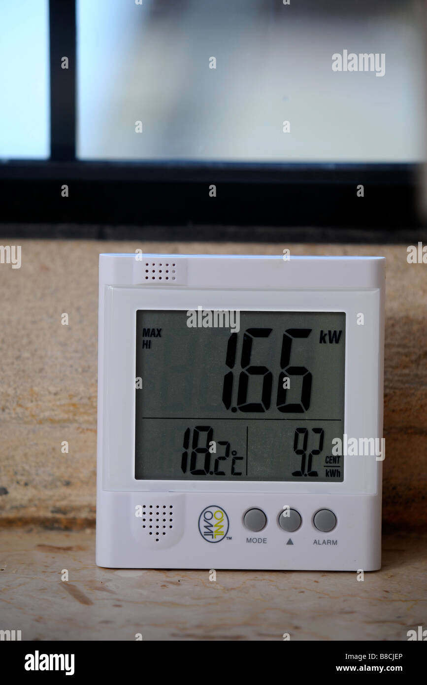 AN ENERGY CONSUMPTION MONITOR DISPLAYING THE TOTAL CURRENT POWER USAGE IN A HOUSE UK - Stock Image