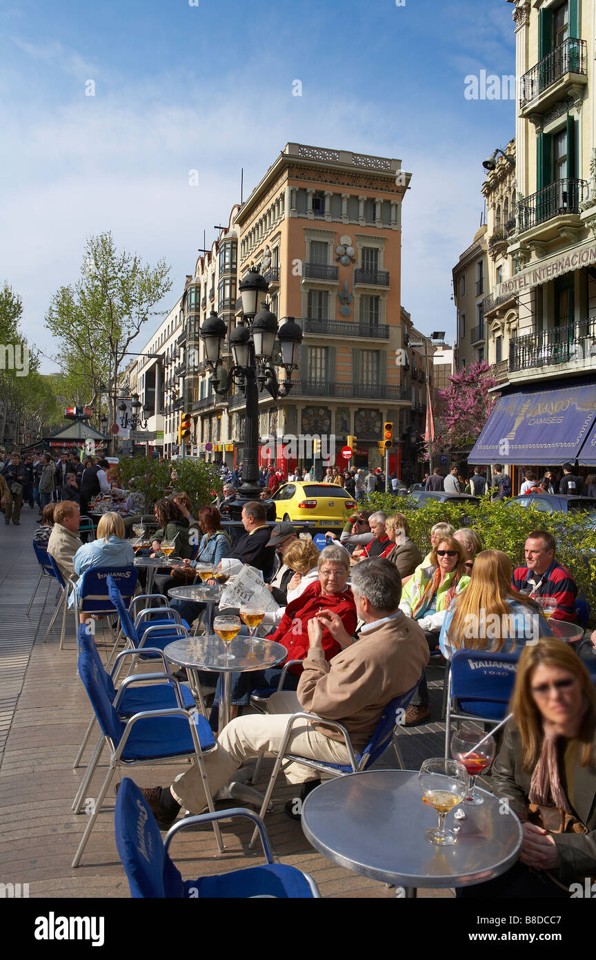 people at a cafe on the Ramblas, Barcelona, Catalonia, Spain - Stock Image